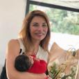 Ariane Brodier souriante, près de ses enfants - Instagram, le 26 mai 2019
