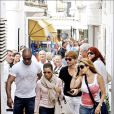 Eva Longoria, avec ses amis Maria Bravo, une actrice Espagnole, et Ken Paves, un coiffeur, à Marbella