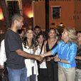 Tony Parker félicite la troupe après le spectacle de flamenco, à Marbella