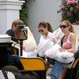 Eva Longoria, et ses amis Maria et Ken, font un tour de calèche à Marbella