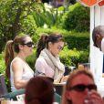 Eva Longoria et ses amis se posent pour un déjeuner !