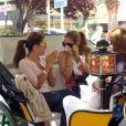 Eva Longoria et Maria Bravo parleraient-elles de choses coquines ?!