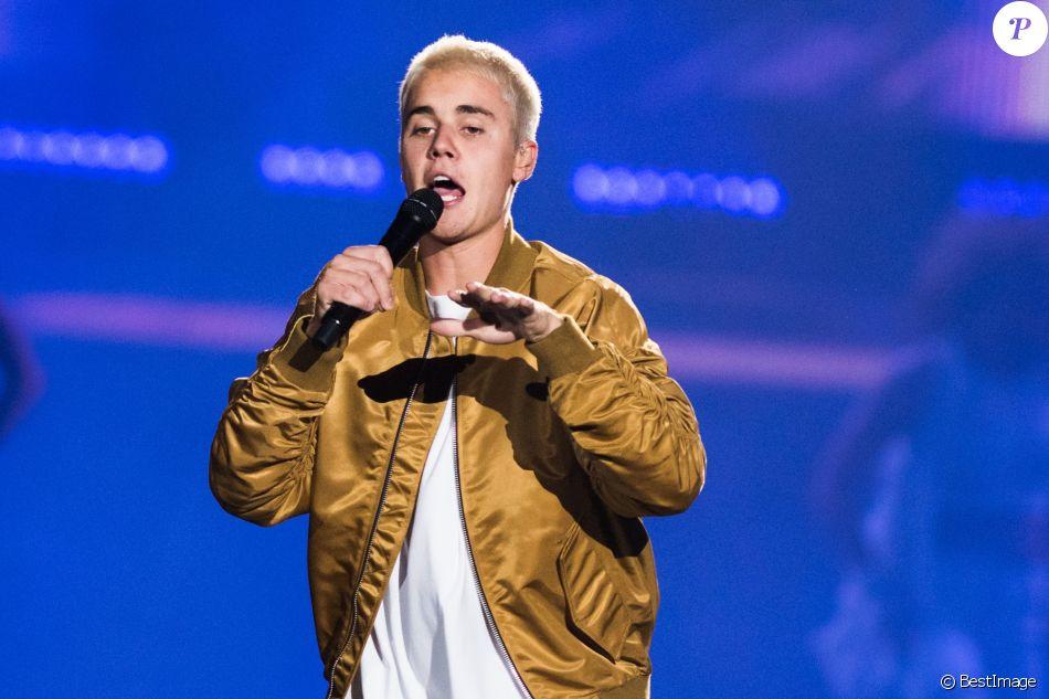 """Justin Bieber en concert à Calgary lors de sa tournée """"Purpose World Tour"""", le 13 juin 2016."""