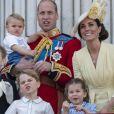 Kate Middleton, duchesse de Cambridge, et le prince William avec leurs enfants George, Charlotte et Louis au balcon du palais de Buckingham le 8 juin 2019 lors de la parade Trooping the Colour.