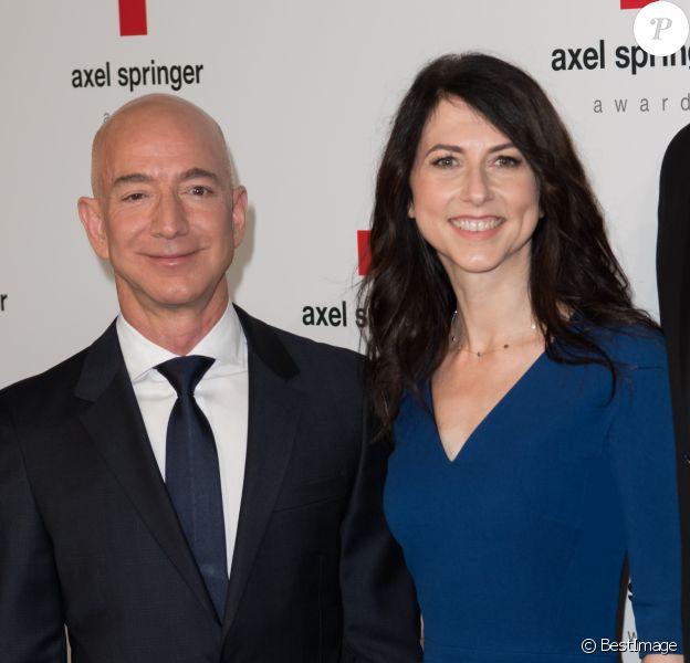 """Jeffrey """"Jeff"""" Bezos ( CEO Amazon.com ) avec sa femme Mackenzie Bezos - Les célébrités posent lors du photocall de la soirée """"Axel Springer Award 2018"""" à Berlin le 24 avril 2018."""