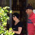 Exclusif - Vinnie Jones et sa femme Tanya Jones ont été aperçus à la sortie d'une pharmacie à Los Angeles. Le couple est marié depuis 23 ans et se sont soutenus mutuellement concernant leurs maladies respectives (cancer). Tayna portait un foulard sur le tête, le 1er septembre 2018.