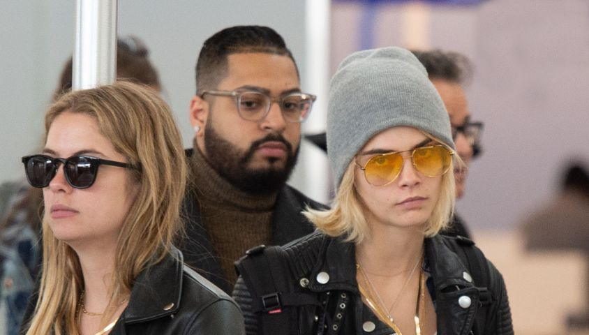 Exclusif - Cara Delevingne et sa compagne Ashley Benson arrivent à l'aéroport de New York (JFK), le 8 mai 2019.