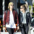 Cara Delevingne et sa compagne Ashley Benson se promènent dans les rues de West Hollywood le 6 février 2019.