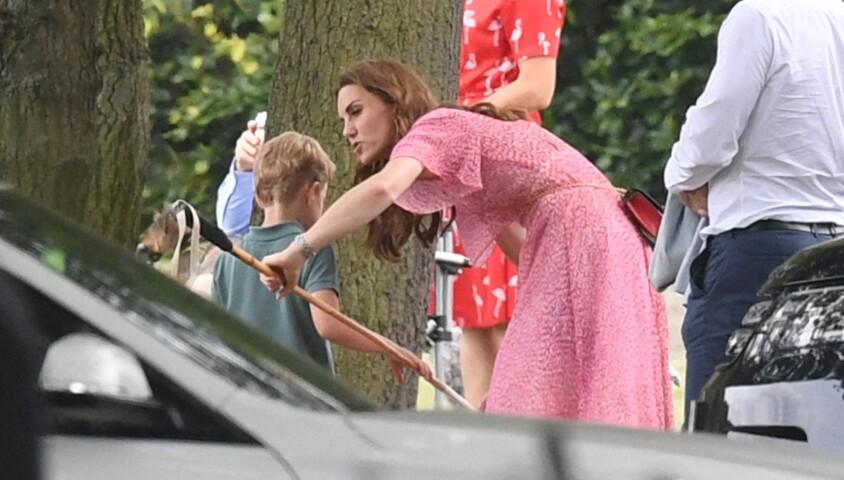 Kate Middleton et son fils le prince Louis au King Power Royal Charity Polo Day à Wokingham, dans le Berkshire, le 10 juillet 2019. Les princes Harry et William étaient le terrain, tandis que Meghan Markle pouponnait avec Archie.