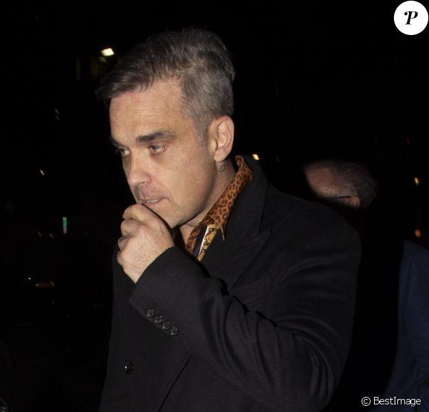 """Robbie Williams à la sortie du club """"Annabel's"""" à Londres, le 6 juin 2019."""