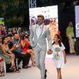 """Giovanni Bonamy (le jeune homme de 29 ans a déjà tourné au côté d'E. Longoria pour une publicité l'Oréal et participe actuellement à l'émission de TF1 """"Je suis une célébrité, sortez-moi de là !"""" où il tente de récolter des fonds pour la fondation """"Global Gift"""") lors du défilé organisé par la fondation """"Global Gift"""" dans le cadre de la Fashion Week de Marbella, le 11 juillet 2019."""