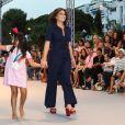 """Lana Parrilla lors du défilé organisé par la fondation """"Global Gift"""" dans le cadre de la Fashion Week de Marbella, le 11 juillet 2019."""
