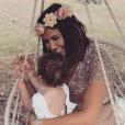 """Tiffany de """"Mariés au premier regard"""" enceinte et radieuse avec sa fille Romy, le 14 juillet 2019"""