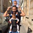 Adil Rami avec ses deux jumeaux - Instagram, 2 septembre 2017