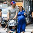 Exclusif - Chelsea Clinton enceinte et son mari Marc Mezvinsky se promènent avec leurs enfants Charlotte et Aidan à New York, le 15 juillet 2019.