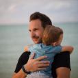Christophe Michalak, papa comblé par son fils Victor.
