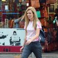 Exclusif - La compagne de B.Johnson, Carrie Symonds fait du shopping dans le quartier de Notting Hill à Londres, Royaume Uni, le 2 juillet 2019.