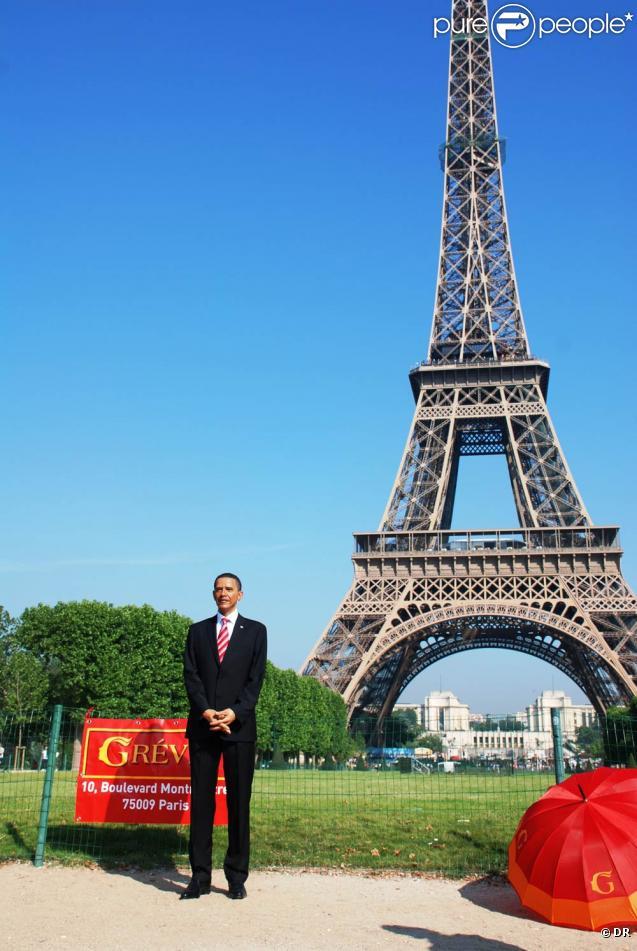 La statue de Barack Obama est arrivée à Paris et a été présentée officiellement au pied de la Tour Eiffel, le 29 juin 2009 !
