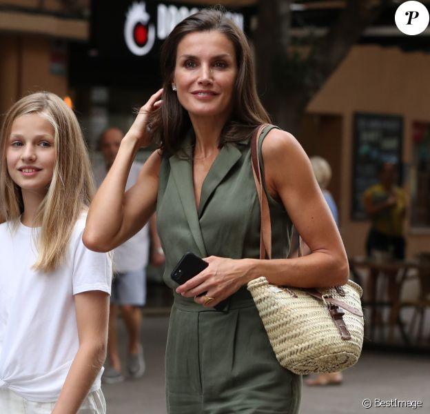 La princesse Leonor et la reine Letizia - La famille royale d'Espagne dans les rues de Majorque. Le 1er août 2019