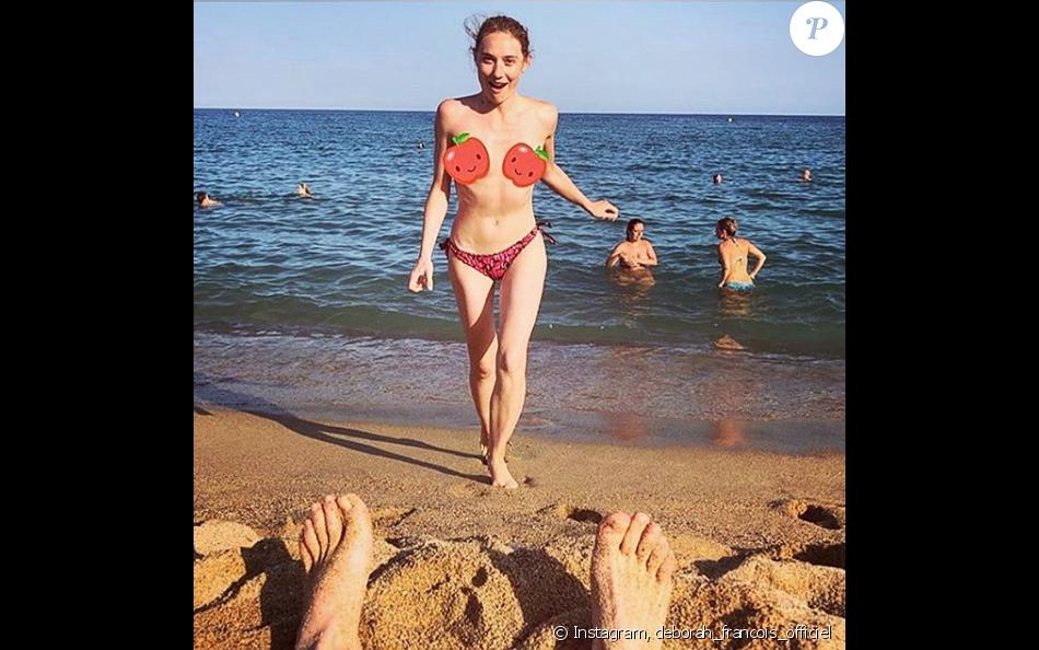 Déborah François topless à la plage. Instagram le 5 août 2019.
