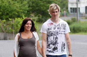 Le champion d'Europe Fernando Torres... et sa superbe femme enceinte au soleil !