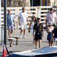Scooter Braun - Jeff Bezos, Pdg d'Amazon, et sa compagne Lauren Sanchez lors d'une balade à Saint-Tropez avec famille et amis le 9 août 2019. Ensuite, ils reprennent un bateau. © Jacovides / Moreau / Bestimage
