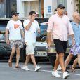 Jeff Bezos, Pdg d'Amazon, et sa compagne Lauren Sanchez lors d'une balade à Saint-Tropez avec famille et amis le 9 août 2019. Ensuite, ils reprennent un bateau. © Jacovides / Moreau / Bestimage