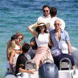 Jeff Bezos, Pdg d'Amazon, et sa compagne Lauren Sanchez lors d'une balade à Saint-Tropez avec famille et amis le 9 août 2019. © Jacovides / Moreau / Bestimage