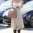 Le mannequin Chrissy Teigen sort de chez le coiffeur à Beverly Hills, le 16 juillet 2019.