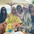 Laeticia Hallyday lors d'un déjeuner entre filles à Saint-Barthélemy le 15 août 2019, avec Hoda Roche, sa belle-soeur  Marilyne, Liliane Jossua, mais aussi Sylviane, la nounou de ses filles Jade et Joy, et Cécile Angéli.