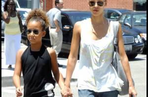 Une Jessica Alba blondissime fait du shopping avec sa nièce... avant de retourner au boulot !