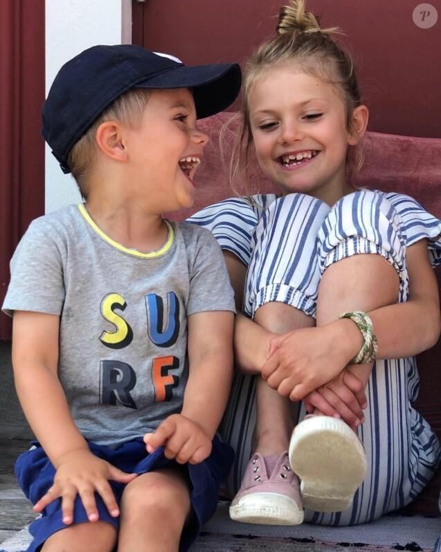 Le prince Oscar et la princesse Estelle de Suède lors de leurs vacances d'été 2019, photographiés par leur mère la princesse héritière Victoria de Suède. ©Instagram cour royale de Suède/Princesse héritière Victoria