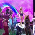 """Taylor Swift chante sa chanson """"You Need to Calm Down"""" sur la scène des MTV Video Music Awards (MTV VMA's) à Newark dans le New Jersey, le 26 août 2019."""