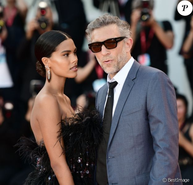 """Vincent Cassel et sa femme Tina Kunakey sur le tapis rouge du Palais du cinéma de Venise pour le film """"J'accuse!"""" lors de la 76ème Mostra de Venise. Le 30 Août 2019."""