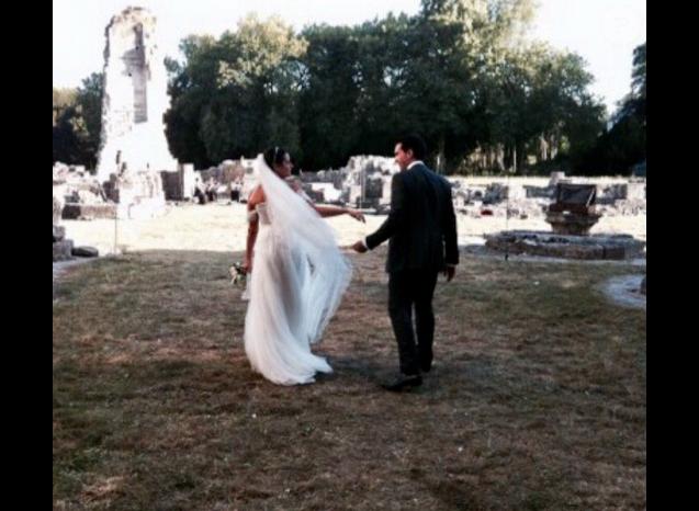 Faustine Bollaert publie une photo de sson mariage avec Maxime Chattam célébré le 1er septembre 2012, à l'occasion de leurs noces de bois.