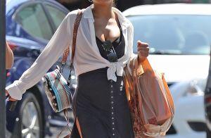 Christina Milian : Baby bump, décolleté et claquettes... son look étonnant