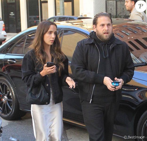 """Jonah Hill et sa compagne Gianna Santos arrivent à la première de """"Booksmart"""" à Los Angeles, le 13 mai 2019."""