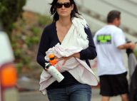 Carrie-Anne Moss a accouché ! Regardez-la donner le sein à son tout petit et adorable bébé !