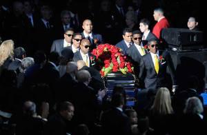 Michael Jackson : Revivez l'incroyable et émouvant hommage de toutes les stars en larmes venues lui dire un ultime adieu...