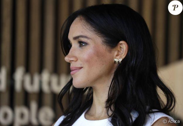 Meghan Markle portant les boucles d'oreilles papillons de Lady Diana lors de son voyage à Sydney, le 16 octobre 2018.