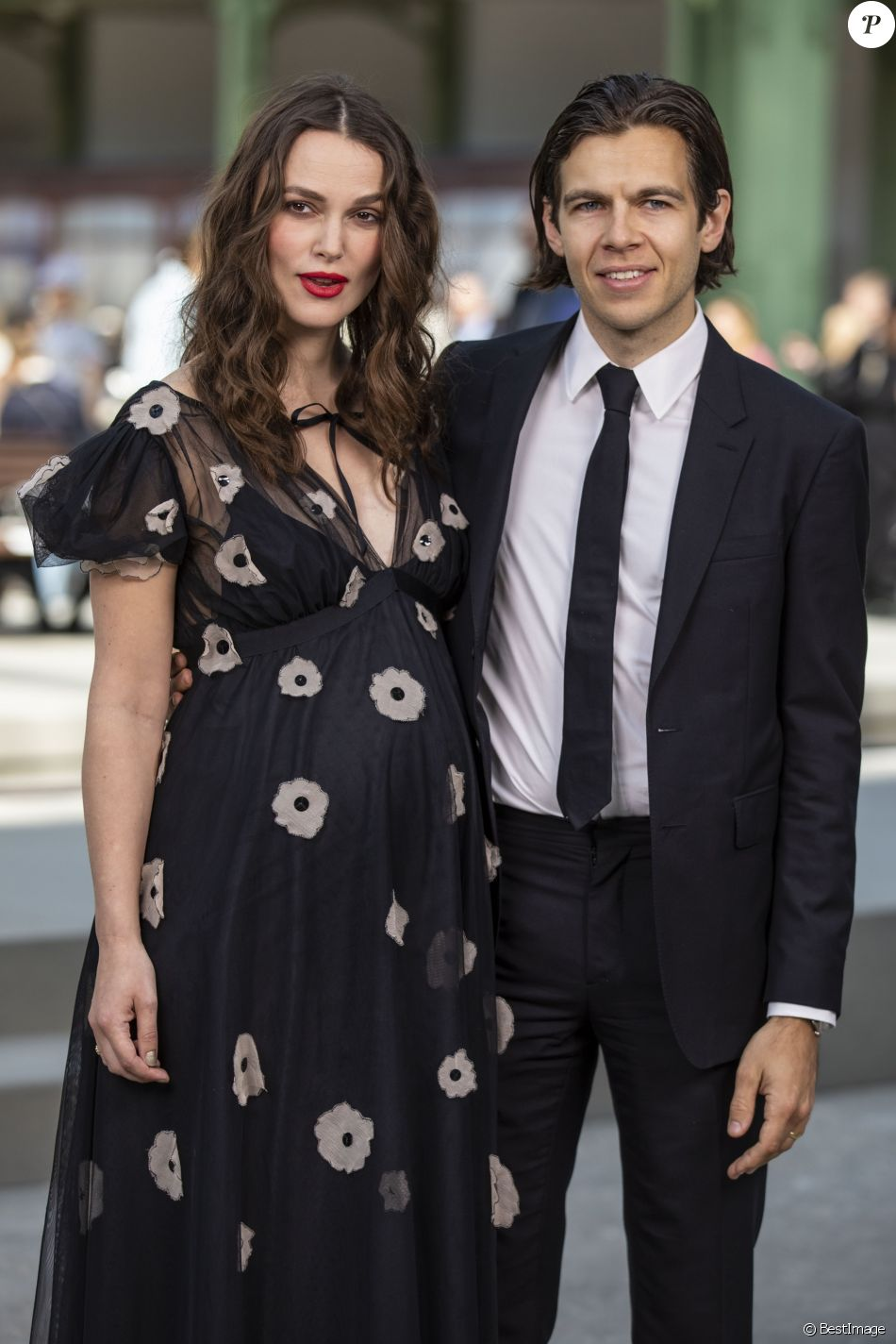 "Keira Knightley, enceinte et son mari James Righton - Les célébrités au photocall du défilé ""Chanel Cruise Collection 2020"" au Grand Palais. Paris, le 3 mai 2019. © Olivier Borde/Bestimage"