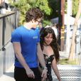 Exclusif - Camila Cabello et son compagnon Shawn Mendes vont faire des courses en amoureux au Erewhon Market dans le quartier de West Hollywood à Los Angeles, le 18 septembre 2019