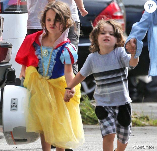 Noah et Bodhi, les enfants de Megan Fox et son mari Brian Austin Green, lors d'un déjeuner au restaurant Nobu à Malibu, le 22 mai 2017