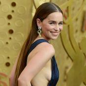 Emilia Clarke sensuelle devant Michelle Williams victorieuse aux Emmy Awards