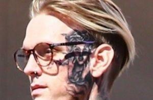 Aaron Carter choque : son imposant tatouage de Rihanna sur le visage