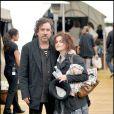 """Tim Burton et Helena Bonham Carter, lors d'une représentation de """"Peter Pan"""" à Londres, où ils se sont rendus avec leur fils Billy Ray, le 11 juillet 2009 !"""