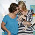 Marcia Gay Harden et Hope Davis le 11 juillet 2009 lors de la 11e édition de ''Broadway Barks'' à New York qui lutte pour les animaux dans les refuges
