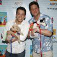 John Tartaglia et Christopher Sieber le 11 juillet 2009 lors de la 11e édition de ''Broadway Barks'' à New York qui lutte pour les animaux dans les refuges