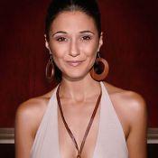 La ravissante Emmanuelle Chriqui... un corps parfait topless ou en sous-vêtements sexy ! Regardez !