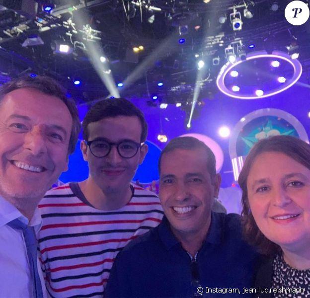 """Jean-Luc Reichmann avec Paul et ses parents sur le plateau des """"12 Coups de midi"""", le 18 septembre 2019"""